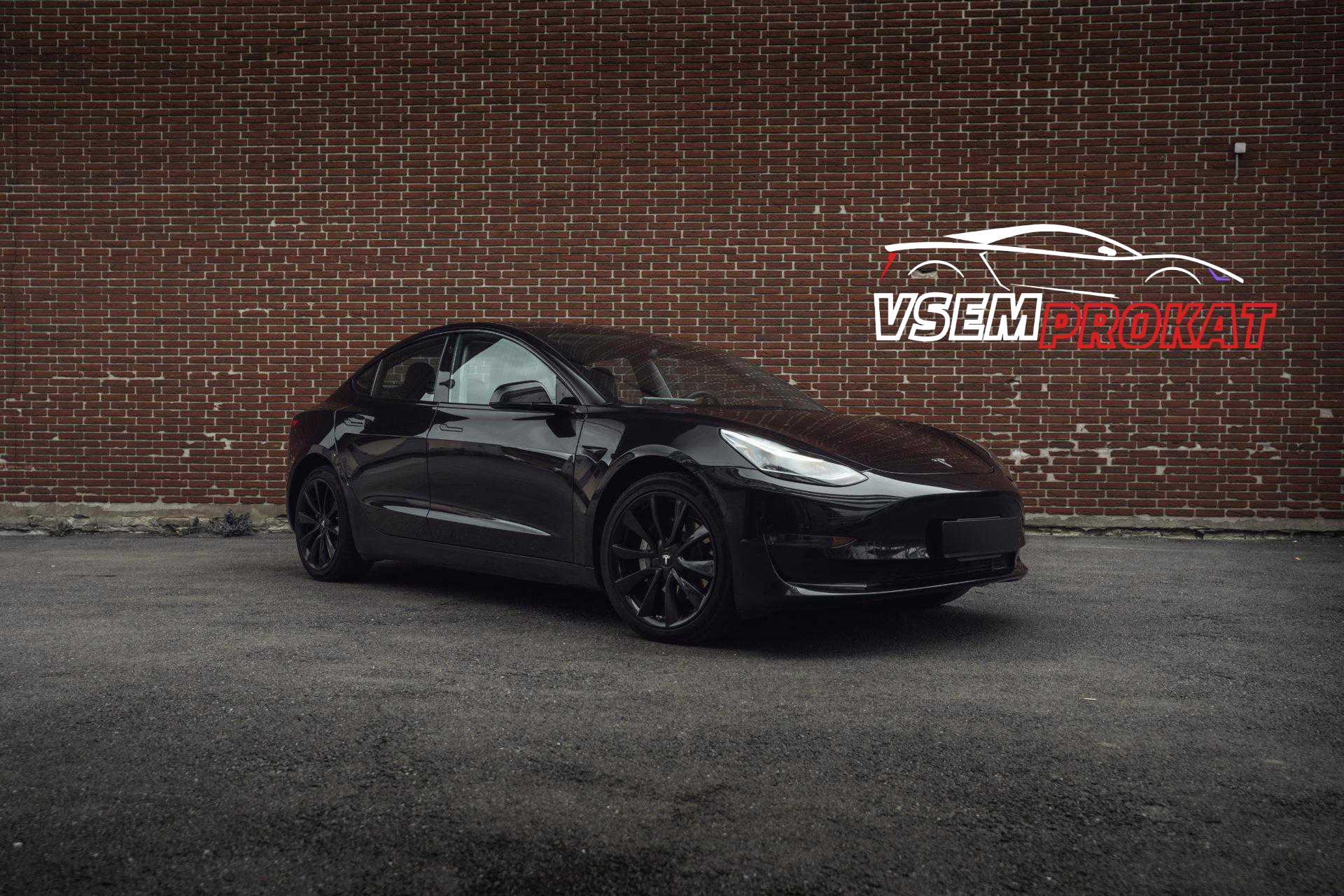 Черная Тесла модель 3